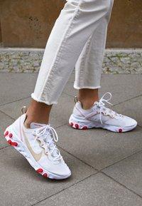Nike Sportswear - REACT 55 - Trainers - white/desert ore/white/ember glow - 4