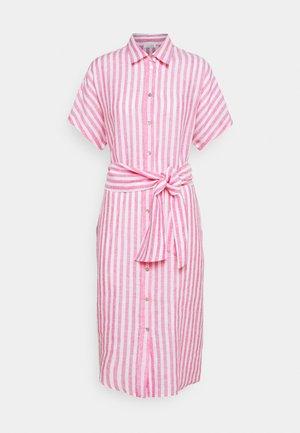 MIDI - Vestido camisero - pink