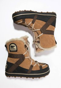 Sorel - GLACY EXPLORER SHORTIE - Zimní obuv - light brown - 3