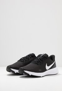 Nike Performance - REVOLUTION 5 - Nøytrale løpesko - black/white/anthracite - 2
