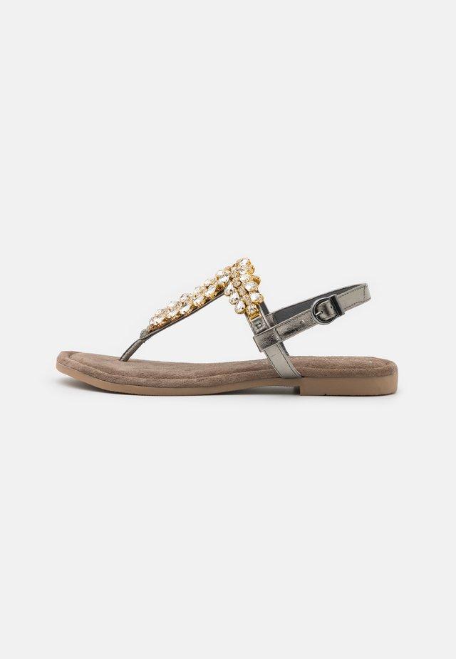 Sandaler m/ tåsplit - pewter