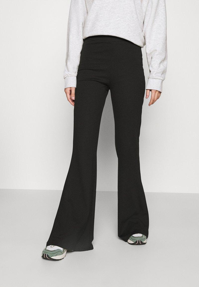 Monki - WILDA TROUSERS - Spodnie materiałowe - black