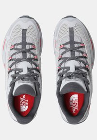 The North Face - TARAVAL - Hiking shoes - microchip grey/fiesta red - 3