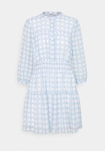 ONLPLUM 3/4 DRESS  - Vestido camisero - blue fog/cloud dancer