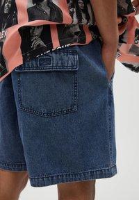 PULL&BEAR - Jeans Short / cowboy shorts - blue black denim - 5