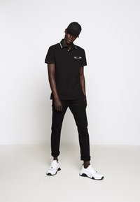 Versace Jeans Couture - PATCH - Poloshirt - black - 1