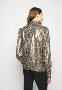 Victoria Beckham - CONTRAST TIE DETAIL  - Button-down blouse - black/gold - 2