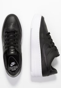 Nike Sportswear - AIR FORCE 1 SAGE - Baskets basses - black/white - 3