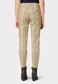 TOM TAILOR - MIA - Trousers - black yellow small check - 2