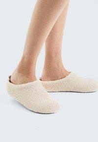 OYSHO - Slippers - white - 0