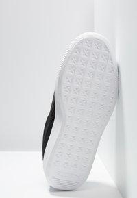 Puma - VIKKY STACKED - Baskets basses - black/white - 6