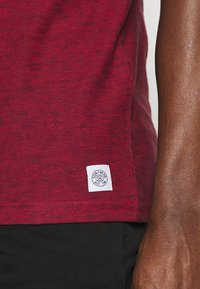 TOM TAILOR - Print T-shirt - power red - 6