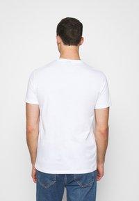 Armani Exchange - JUMPER - T-Shirt print - white - 2