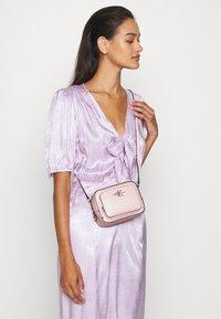 Calvin Klein Jeans - CAMERA BAG - Torba na ramię - pink - 0