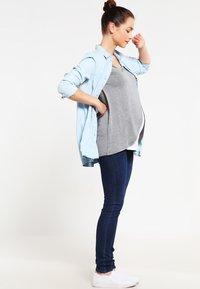 Zalando Essentials Maternity - Topper langermet - mid grey melange - 1