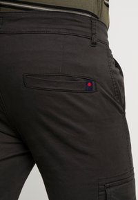 Denim Project - CARGO PANT PLAIN - Bojówki - black - 5