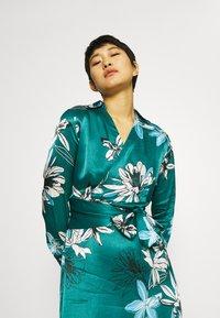 Marks & Spencer London - FLORAL WRAP DRESS - Korte jurk - green - 3