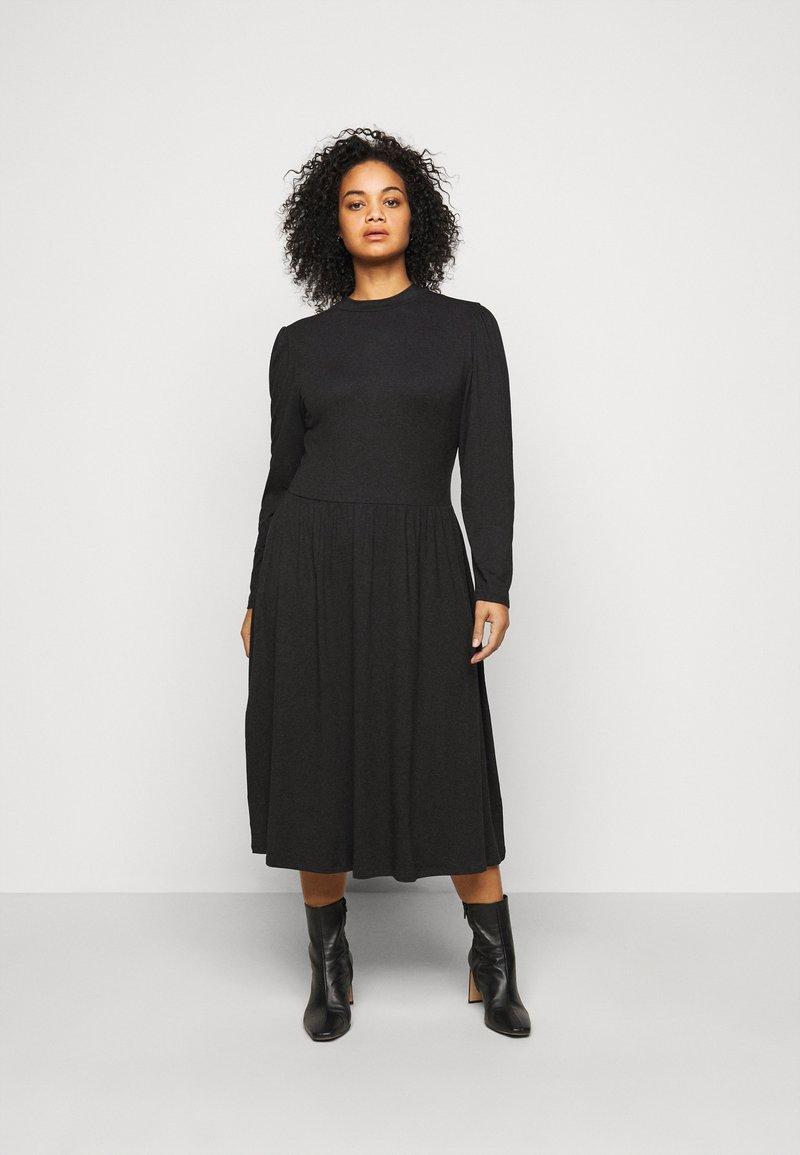 ONLY Carmakoma - CARCARMAKOMA CALF DRESS - Jersey dress - black melange
