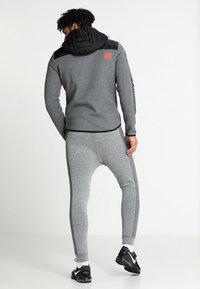 Superdry - GYM TECH CHEVRON HYBRID - Training jacket - urban grey heather - 2