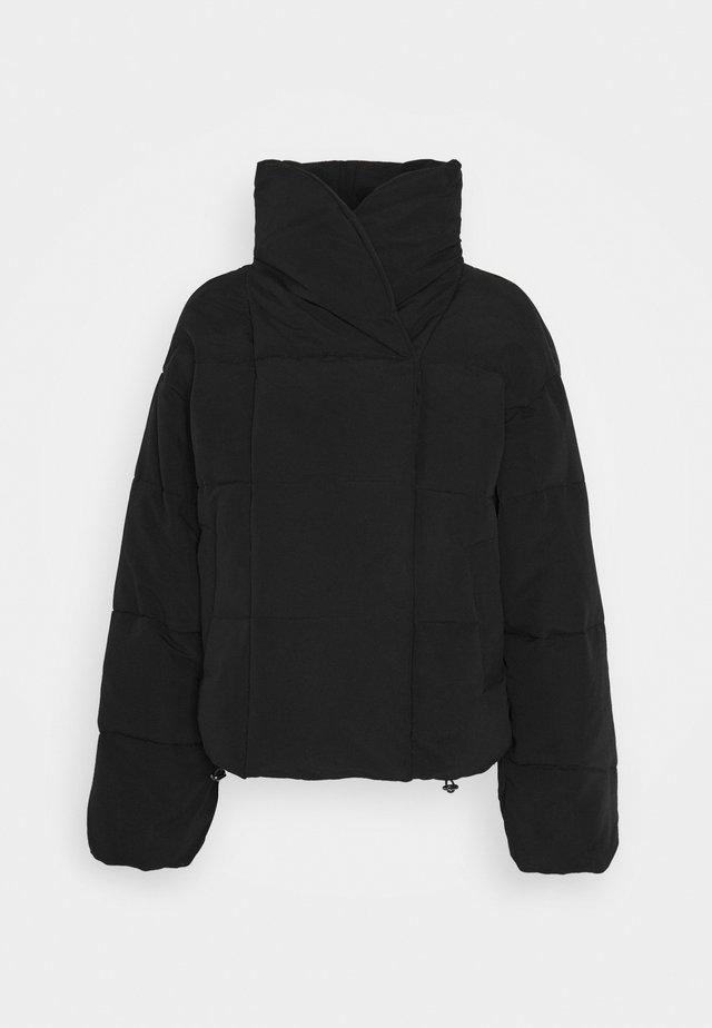 PCSAZEL SHORT PUFFER JACKET - Light jacket - black