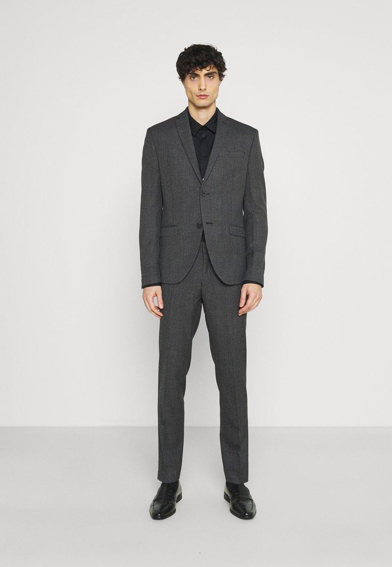 Isaac Dewhirst - Kostuum - grey