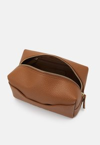 Valentino Bags - SUPERMAN - Wash bag - cognac - 2