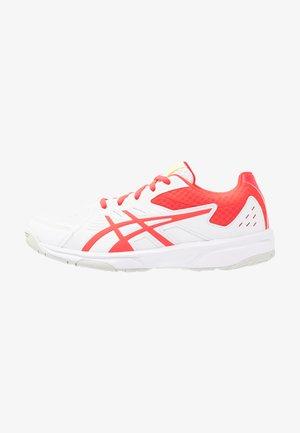 COURT SLIDE - Tenisové boty na všechny povrchy - white/laser pink