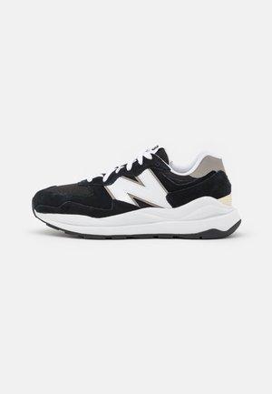 5740 UNISEX - Trainers - black/white