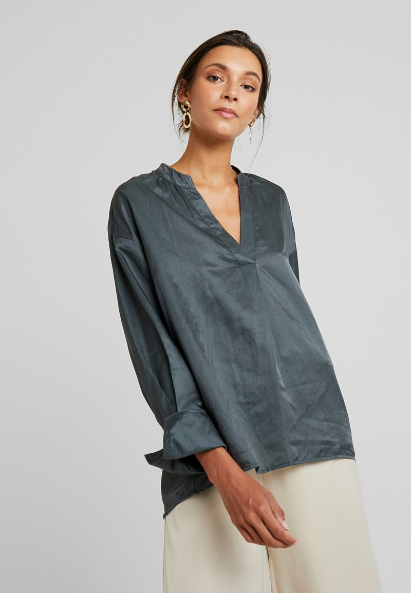 And Less - BLOUSE - Blůza - urban chic