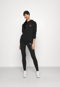 Nike Sportswear - CLUB - Leggings - black/hyper pink - 1
