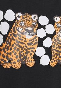 Marimekko - KARHUNPUTKI KAKSOSET PLACEMENT - Print T-shirt - black/off white/orange brown - 2