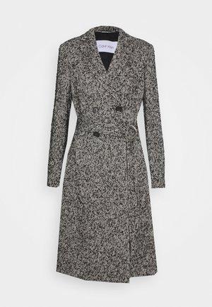 BOUCLE FEMME BELTED COAT - Płaszcz wełniany /Płaszcz klasyczny - black/ecru