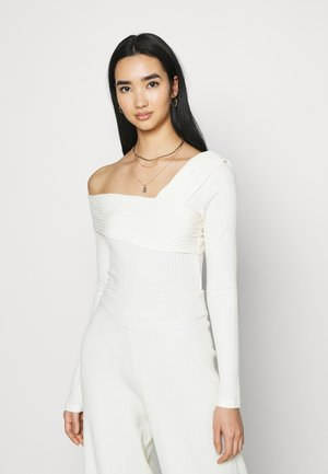 NA-KD X ZALANDO EXCLUSIVE OFFSHOULDER DETAIL - Long sleeved top - white