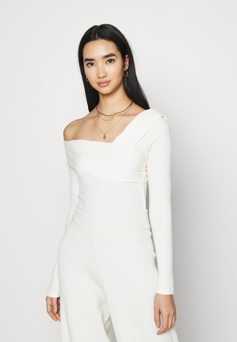 NA-KD - NA-KD X ZALANDO EXCLUSIVE OFFSHOULDER DETAIL - Long sleeved top - white