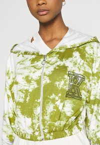 KENDALL + KYLIE - ZIPPER HOODY CROPPED - Sweater met rits - white/khaki - 5