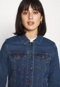 Vero Moda Petite - VMHOT SOYA JACKET - Denim jacket - medium blue denim - 4