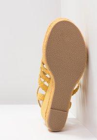 Bullboxer - Højhælede sandaletter / Højhælede sandaler - old yellow - 6