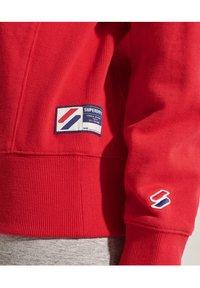 Superdry - SPORTSTYLE ESSENTIAL - Sweatshirt - risk red - 1