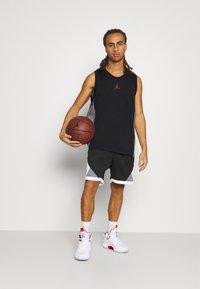 Jordan - AIR - Top - black/smoke grey/gym red - 1