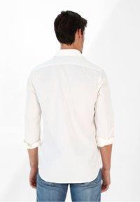 Scalpers - PLAIN - Shirt - off white - 2