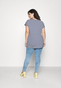 Missguided Plus - MINIMAL RIPPED - Jeans Skinny Fit - blue - 2