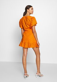 Glamorous - ANGLAIS MINI SKIRT - Falda acampanada - bright orange - 2