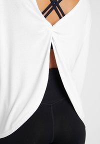 Cotton On Body - BACK TWIST LONG SLEEVE - Strikkegenser - white - 4