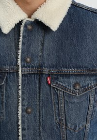 Levi's® - TYPE 3 SHERPA TRUCKER - Denim jacket - mayze sherpa trucker - 5