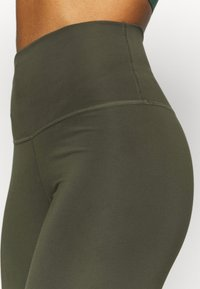 Nike Performance - THE YOGA 7/8 - Tights - cargo khaki/medium olive - 5