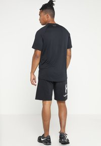Under Armour - TECH TEE - T-shirt - bas - black/graphite - 2