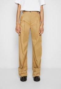 Victoria Victoria Beckham - FLARED TROUSER - Spodnie materiałowe - sandstone - 0