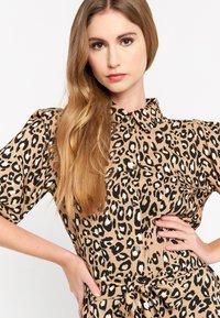 LolaLiza - LEOPARD PRINT - Shirt dress - brown - 2