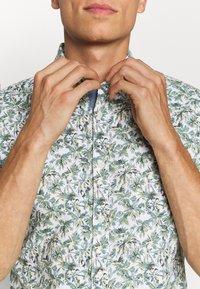 Tommy Hilfiger - SLIM PALM TREE PRINT - Shirt - white/green slate/multi - 5