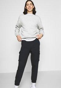 Calvin Klein Jeans - BADGE PANT - Reisitaskuhousut - ck black - 3